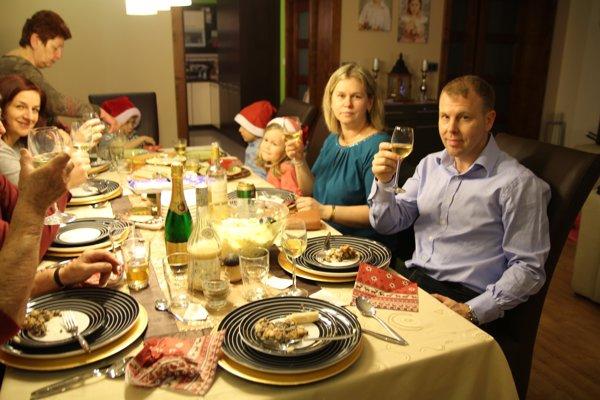 Vianoce u Deltonovcov. Gregory a Zuzana vpravo.
