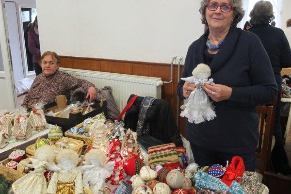 Vianočné trhy v Novej Bani ponúkli aj výrobky šikovných ľudí.