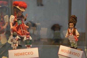 Zbierku bábik Tlmačana Jaroslava Burjaniva vystavujú v Tekovskom múzeu v Leviciach.