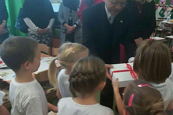 Škôlkárov potešili darčeky z Taiwanu