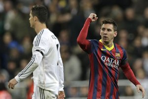 El Clásico je tiež súbojom dvoch najlepších futbalistov sveta - Lionela Messiho (vpravo) a Cristiana Ronalda.