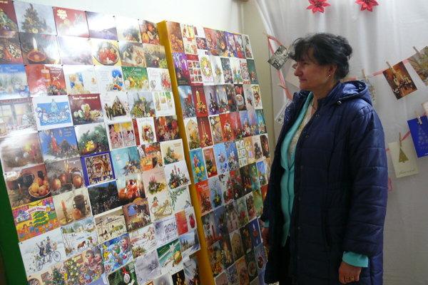 S myšlienkou zorganizovať výstavu vianočných pohľadníc prišla starostka Blatnice Ivica Súkeníková.