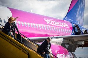 Wizz Air začne z Bratislavy do Londýna lietať o pár mesiacov skôr než plánoval.