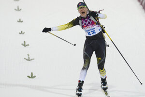 Biatlonistka Anastasia Kuzminová získala zlato na olympiáde v Soči.