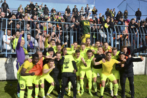 Hráči Žiliny tešiaci sa zo zisku majstrovského titulu v sezóne 2017/2018.