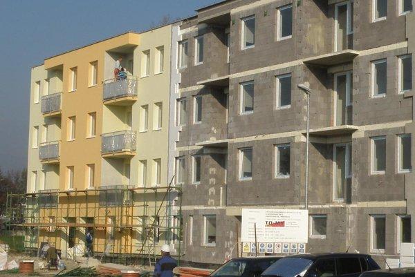 Bytovky na Gazdovskej ulici v Prievidzi budú nakoniec až štyri.