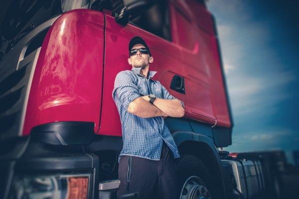 Šoféri kamiónov a autobusov sú na Slovensku žiadaní a nedostatkoví.