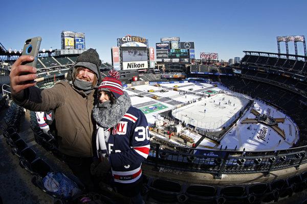 Momentka z Winter Classic v kanadsko-americkej NHL.