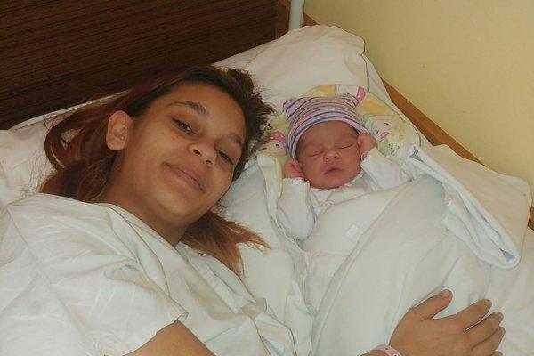 Mamička Veronika Berkiová a jej druhá dcérka Mária.