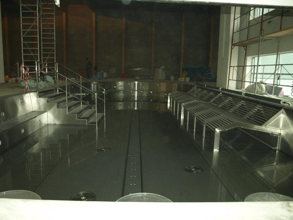 Oddychový bazén s vodným barom.