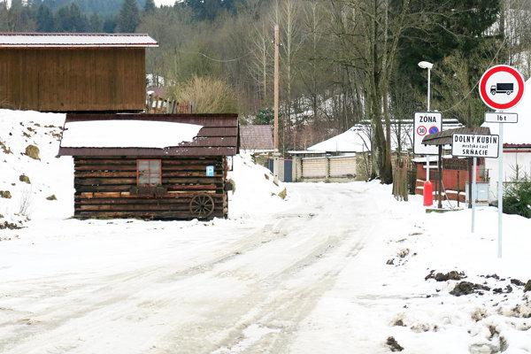 Na odhŕňaní snehu na ceste do osady sa župa s mestom zatiaľ nedohodli.