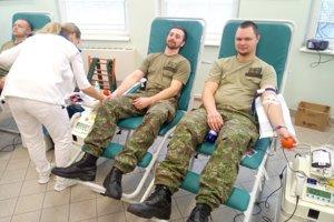 Krv darovalo 37 vojakov.