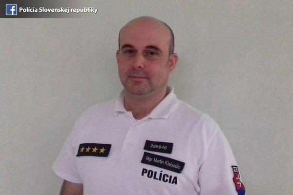 Policajt Milan Klebaško. Prenasledoval útočníka.