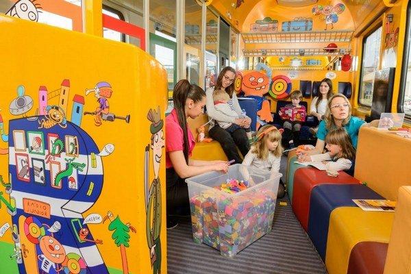 Súčasťou vlakovej súpravy je aj detské kupé.