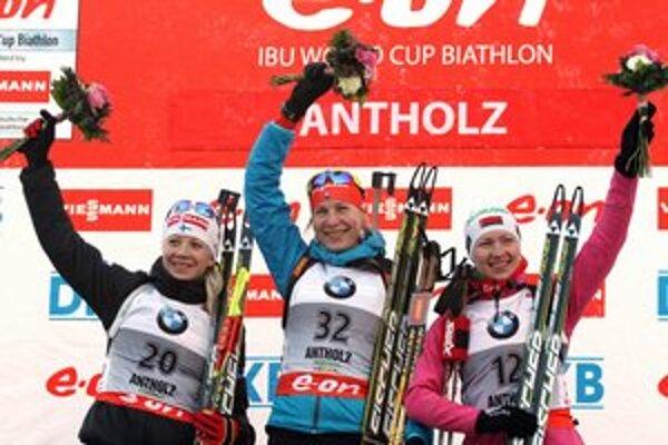 Anastasia Kuzminová (v strede) sa konečne dočkala víťazstva.