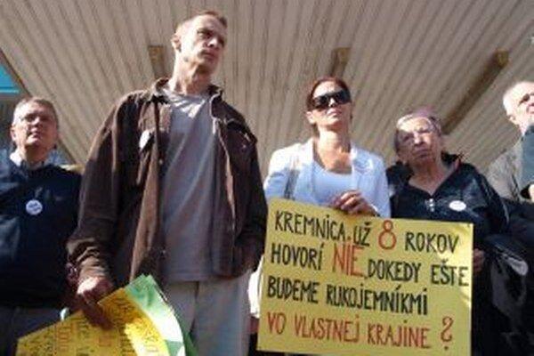 Odporcovia ťažby z Kremnice, Lúčok a Kremnických Baní dnes prišli do krajského parlamentu.