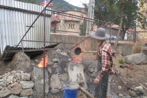 V Ľubietovej odskúšali stredoveký spôsob tavby železa a v archeologických pokusoch chcú pokračovať