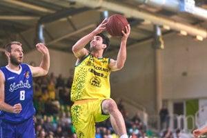 Tanel Kurbas bol v zápase proti Karlovke najlepším na palubovke.