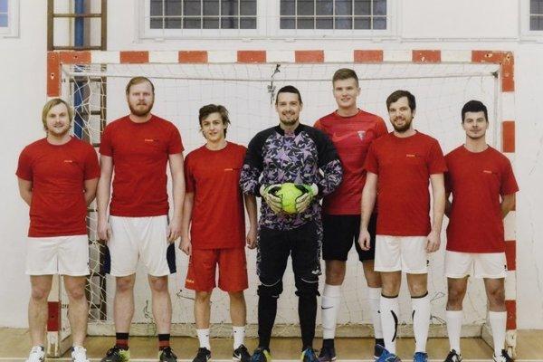 Páni z Nemčíc (zľava): Višňovský, Halo, Slovák, Šurina, Stančík, Peter, L. Greguš.