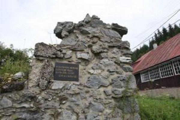 Z domu sú dnes ruiny s pamätnou tabuľou.