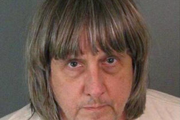 Davida Allena Turpina zatkli a obvinili z týrania a ohrozovania detí.
