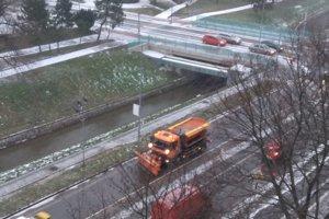 Cestári sú v pohotovosti už od skorého rána.