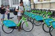 Zdieľané bicykle majú v Nitre za sebou prvú sezónu. Chcú ich aj v Leviciach.