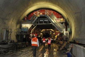 Problematickým úsekom je tunel Višňové.