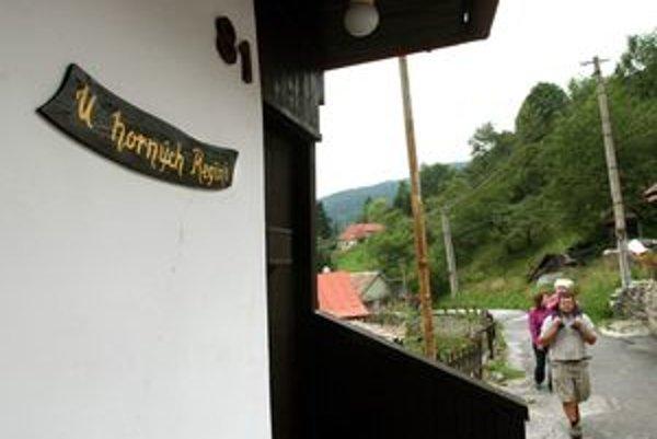 Okrem súpisných čísiel, majú domy v Španej Doline aj miestne názvy.