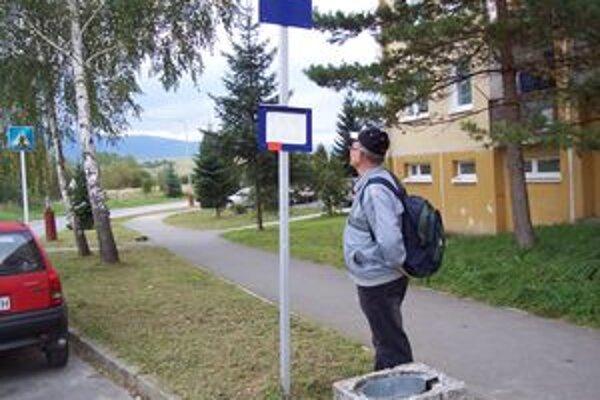 Zastávka na sídlisku Mazorníkovo.
