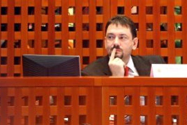 Primátor Gogola dostane takmer toľko, ako starosta Žehry