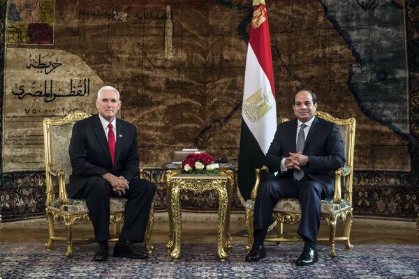 Americký viceprezident Mike Pence začal turné po krajinách Blízkeho východu stretnutím s egyptským prezidentom Abdalom Fattáhom Sísím.