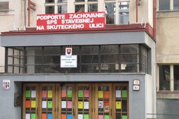 Škola sa proti rozhodnutiu BBSK, odvolala na ministerstvo.
