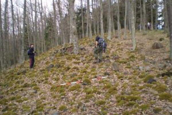Nahromadenie kameňov na Sklenom zámku pripomína torzo zaniknutej stavby, v skutočnosti však ide zrejme o pozostatky vulkanickej činnosti