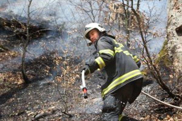 Požiar v náročnom horskom teréne bol profesionálne zvládnutý