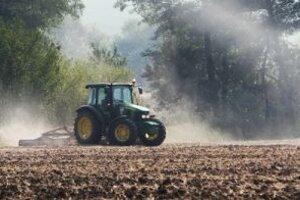 Jedným zo zdrojov zápachu môže byť hnojenie