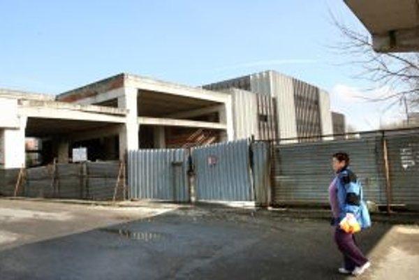 Rozostavaná budova je problémom Banskej Bystrice dlhé roky