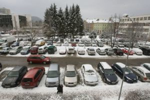 Počas výstavby polyfunkčného objektu musí mesto hľadať náhradné možnosti parkovania.