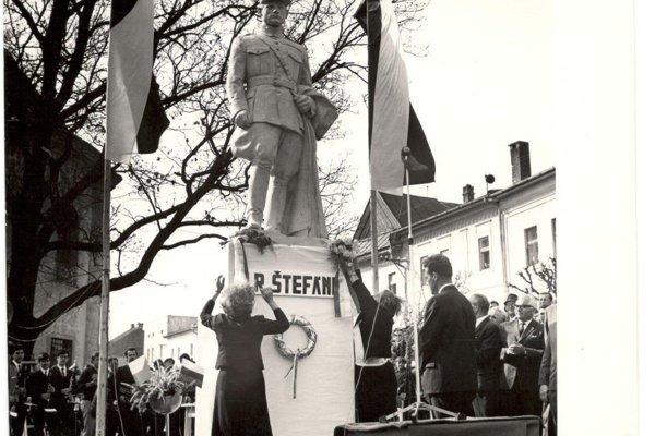 Pôvodná socha. Zmizla ešte za socializmu.
