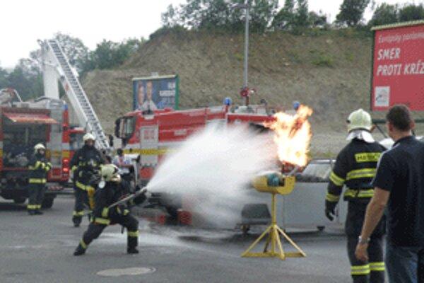 Ľudia mohli vidieť aj ukážky práce požiarnikov.