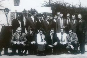 Tatran Prešov včasoch najväčšej slávy. Na zájazde pred československým veľvyslanectvom vChartúme, Sudán.