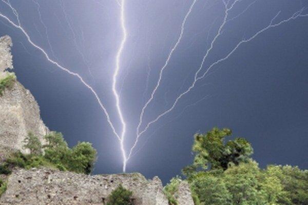 Letné búrky sú bohaté na blesky.