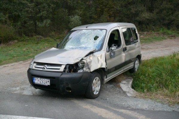 Zničené auto.