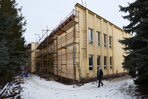 Na snímke obecné spoločenské centrum počas rekonštrukcie.