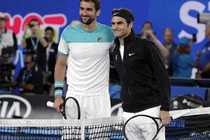 Marin Čilič (vpravo) a Roger Federer.