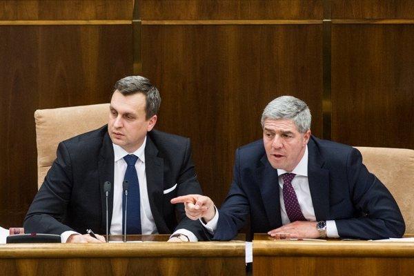 S návrhom predsedu SNS Andreja Danka stanoviť minimálny počet členov pre politické strany nesúhlasí Most-Híd.