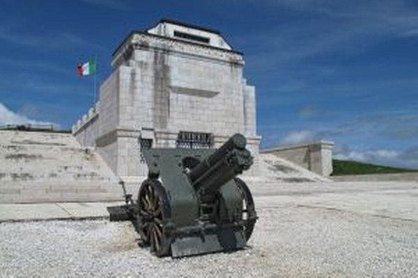 Kruté boje na talianskom fronte dodnes pripomínajú viaceré pamätníky.