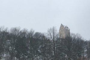 Hrad charakterizuje hradná veža. Pod jej finálny vzhľad sa podpísali až Stummerovci.