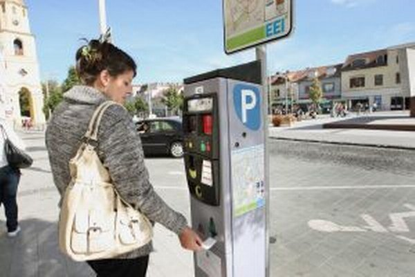Parkovanie je vo Zvolene spoplatnené od júla 2011.