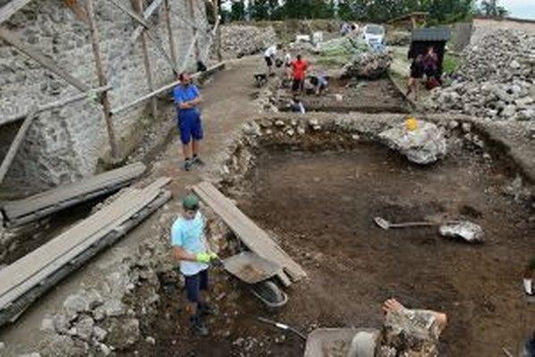 Archeologický výskum na Dolnom hrade.